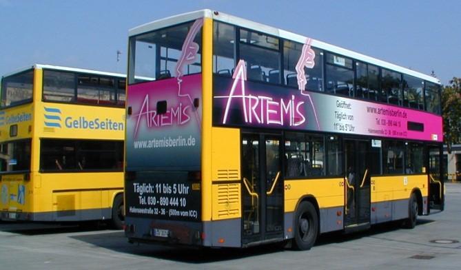 მეგა-ბორდელ არტემისის რეკლამა ავტობუსზე, ბერლინი.
